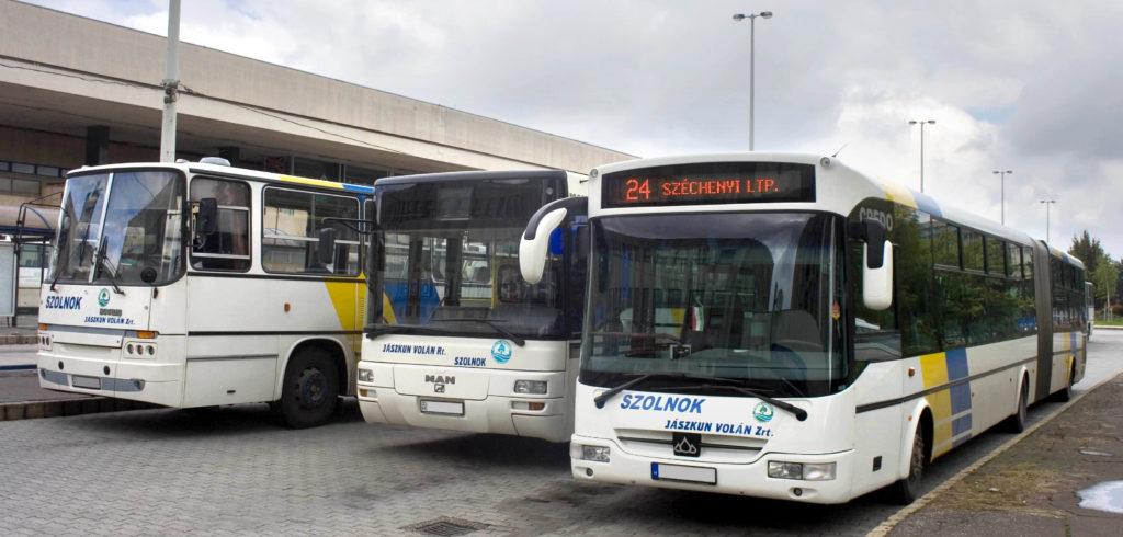 Hungary_Szolnok_Bus_Station_&_Jubilee_Square_-Jaszkunvolan_Nr01