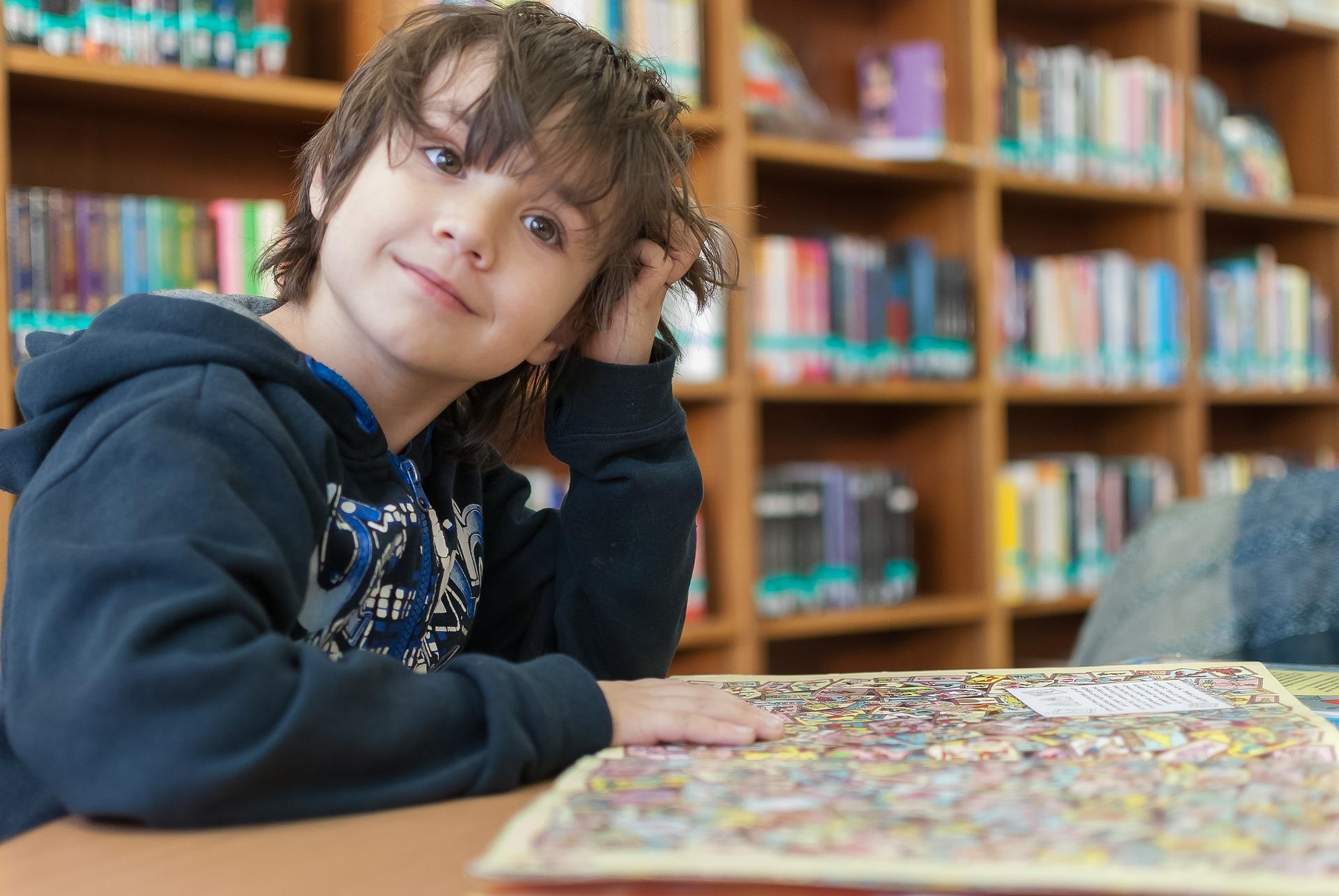 Mennyit ér, ha egy szegény gyerek többet tanul? A Hétfa új elemzése a magasabb végzettség megtérülését vizsgálja