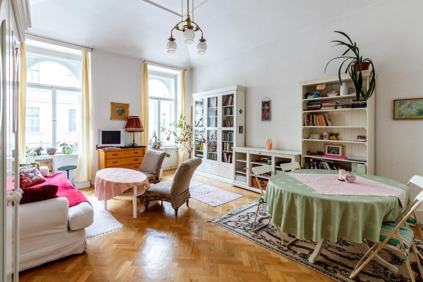 Kapun belüli különbségek – milyen lakásokban élnek az emberek és ez mennyibe kerül nekik?