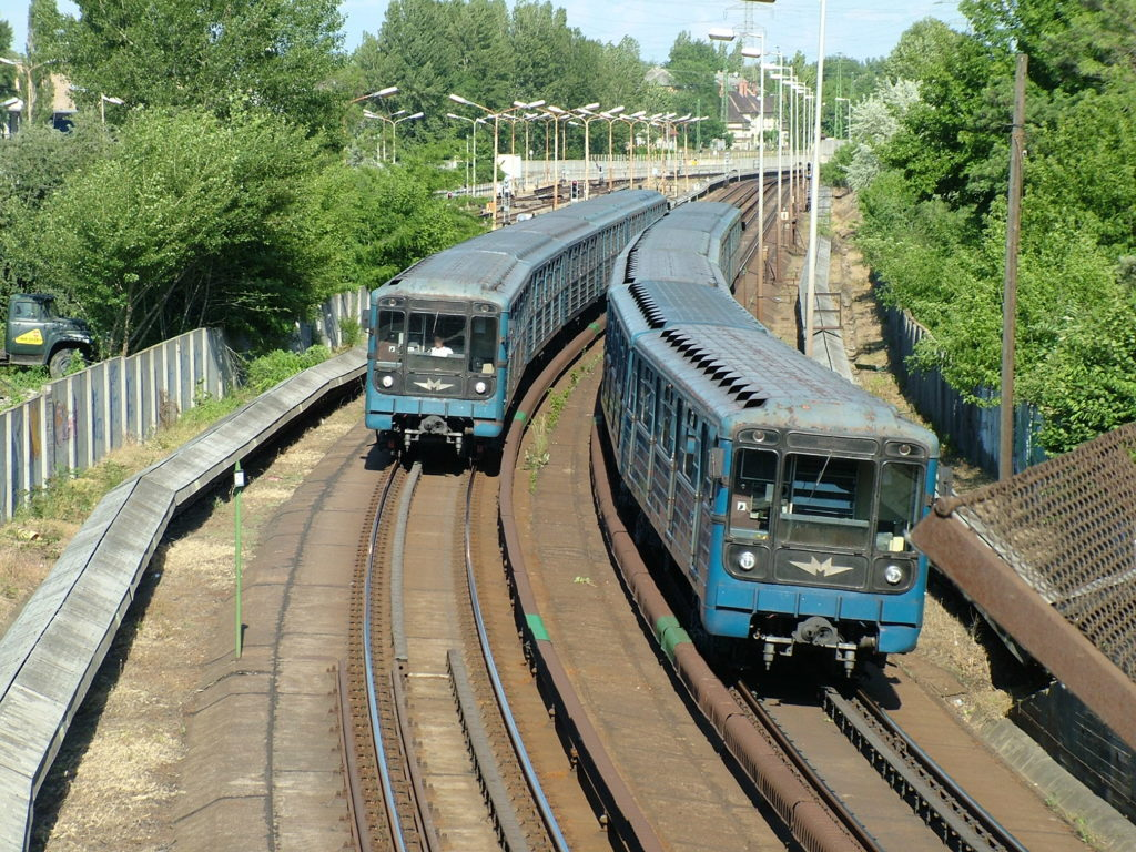 Budapest_metro,_Határ_út